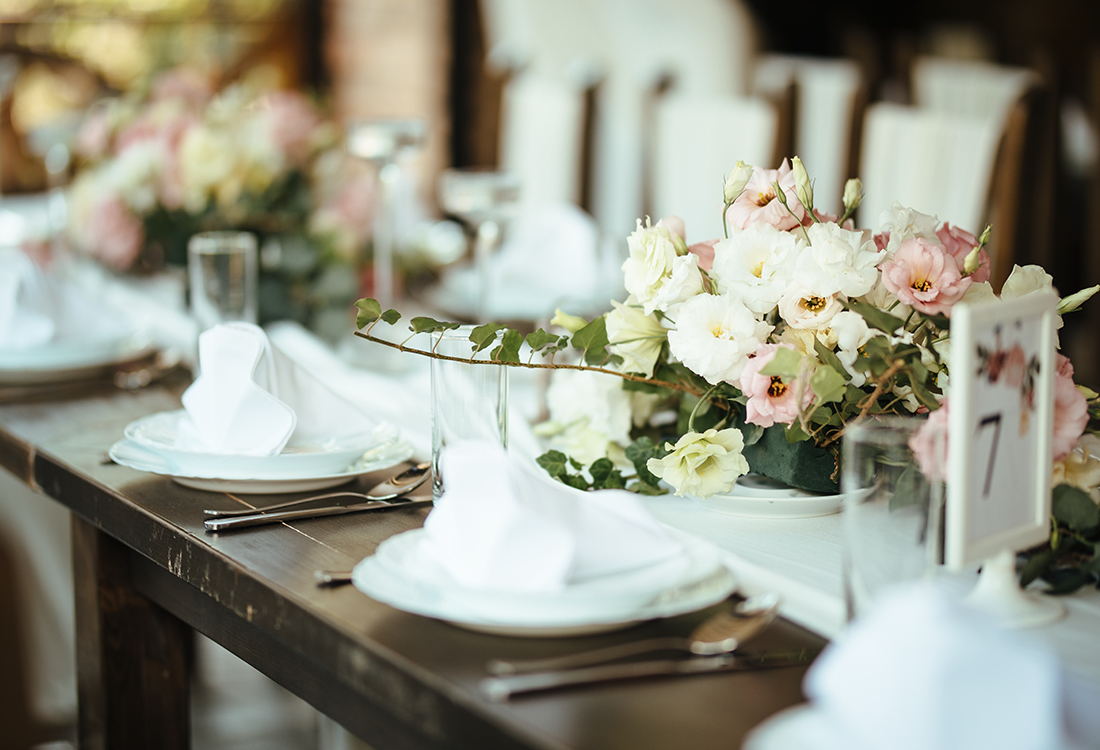 Luxury wedding table decoration. Special event table set up. Fre